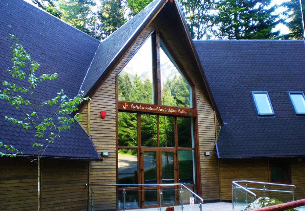 PNC-001_Centrul-de-vizitare-Parcul-National-Ceahlau_Izvorul-Muntelui